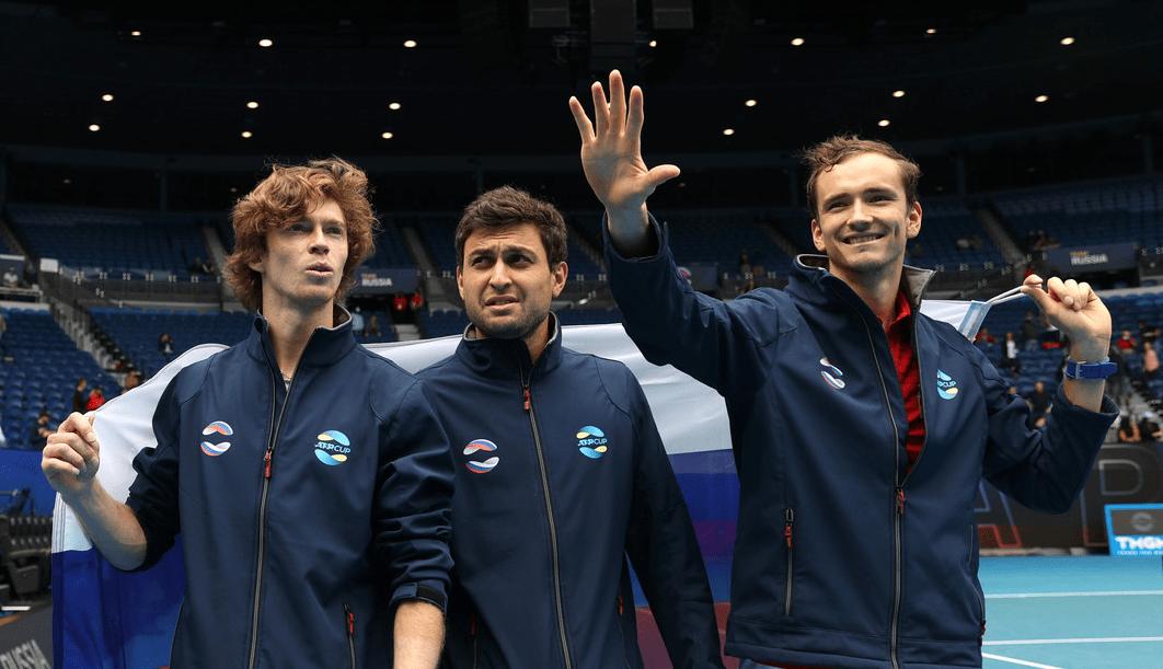 Впервые в истории сразу три россиянина вышли в четвертьфинал турнира «Большого шлема»