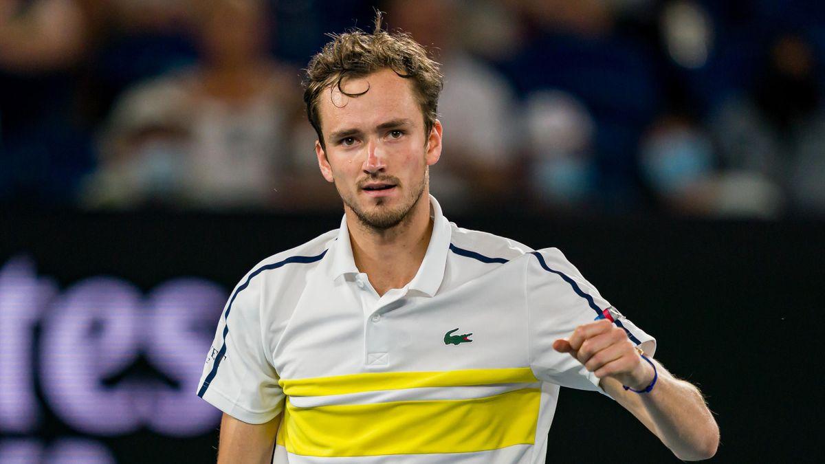 Джокович выиграл у Медведева первый сет в финале Australian Open