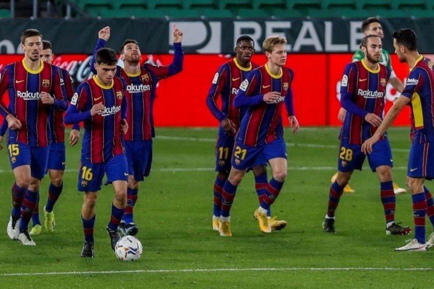 Дубли Месси и Тринкау помогли «Барселоне» разгромить «Алавес»