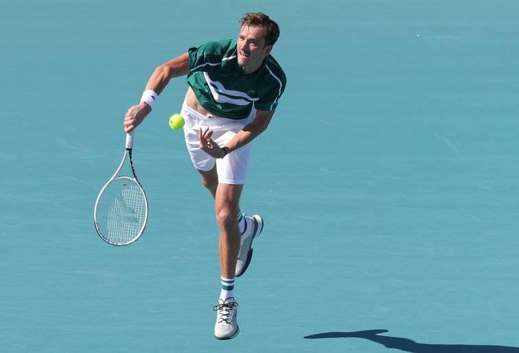 Медведев пробился в 1/8 финала «Мастерса» в Майами