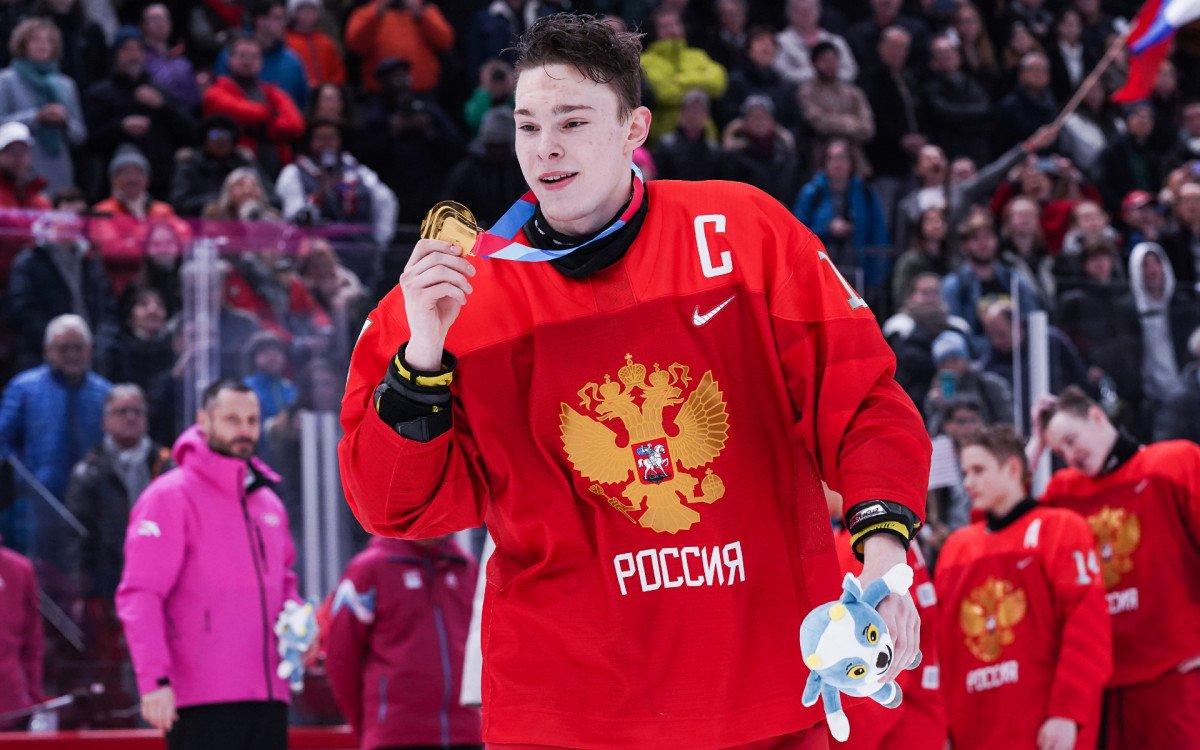 Хоккеист сборной России Мирошниченко не сыграет на юношеском ЧМ по решению властей США
