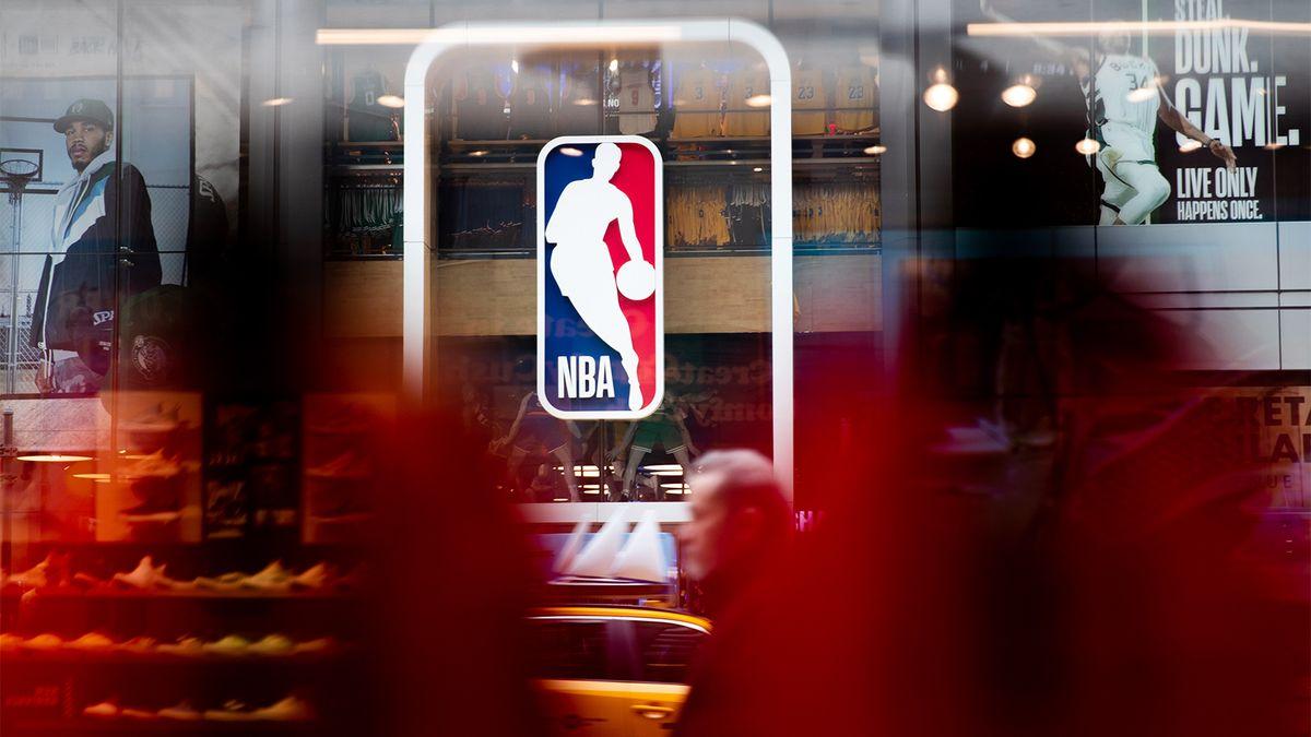 Десять судей НБА заразились коронавирусом перед стартом матчей плей-офф