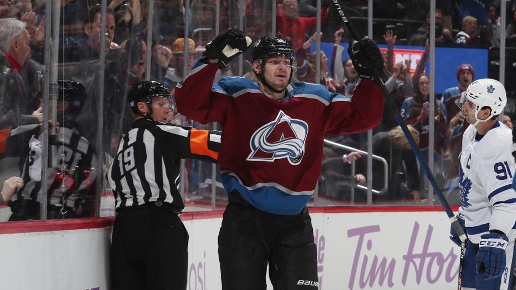 Ничушкин в составе «Колорадо» выиграл регулярный чемпионат НХЛ