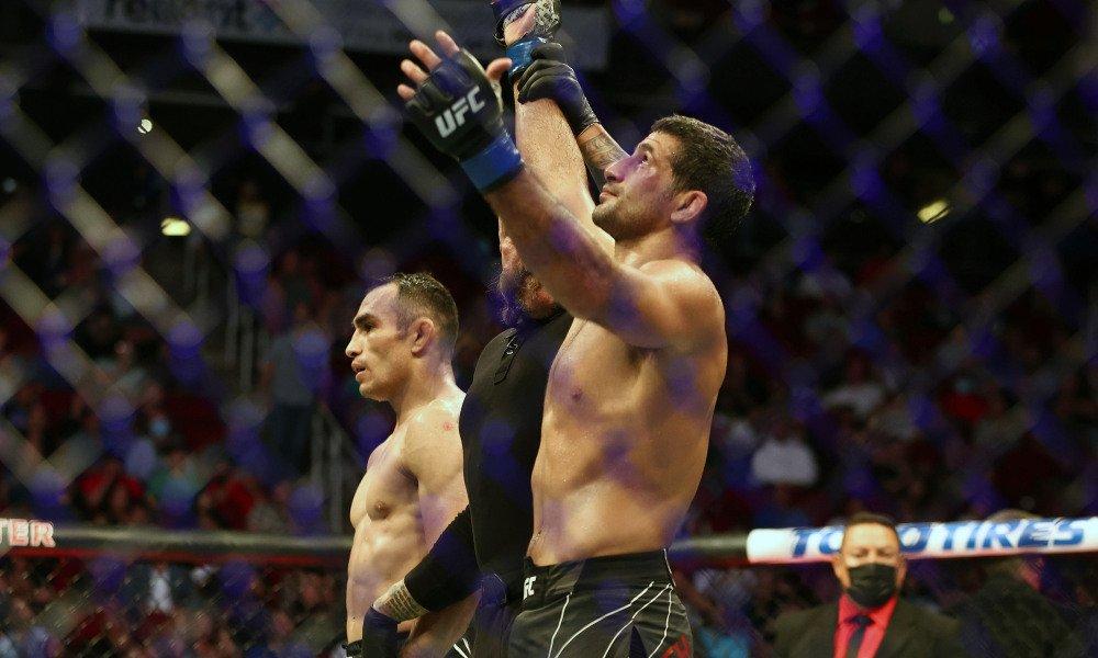 Фергюсон проиграл третий бой подряд, уступив Дариушу на UFC 262