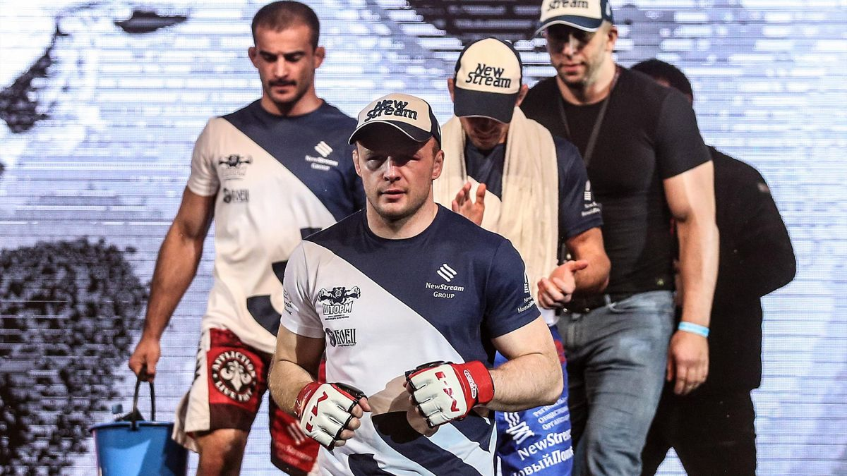 Шлеменко победил Сантоса на турнире AMC Fight Nights 101