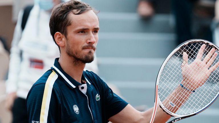 Медведев вышел в четвертьфинал турнира в Мальорке