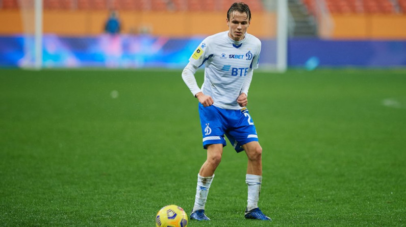 Полузащитник «Динамо» Карапузов продолжит карьеру в «Ахмате»